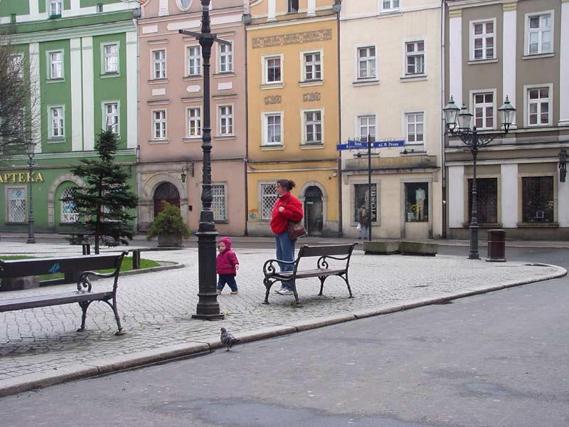Lesley and Marlis Hazleton are wandering around the town square in Boleslawiec, Poland.