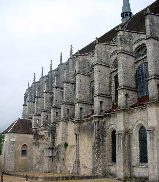 On the way out of Chartres, we see another chuch, we have to stop and take a quick look